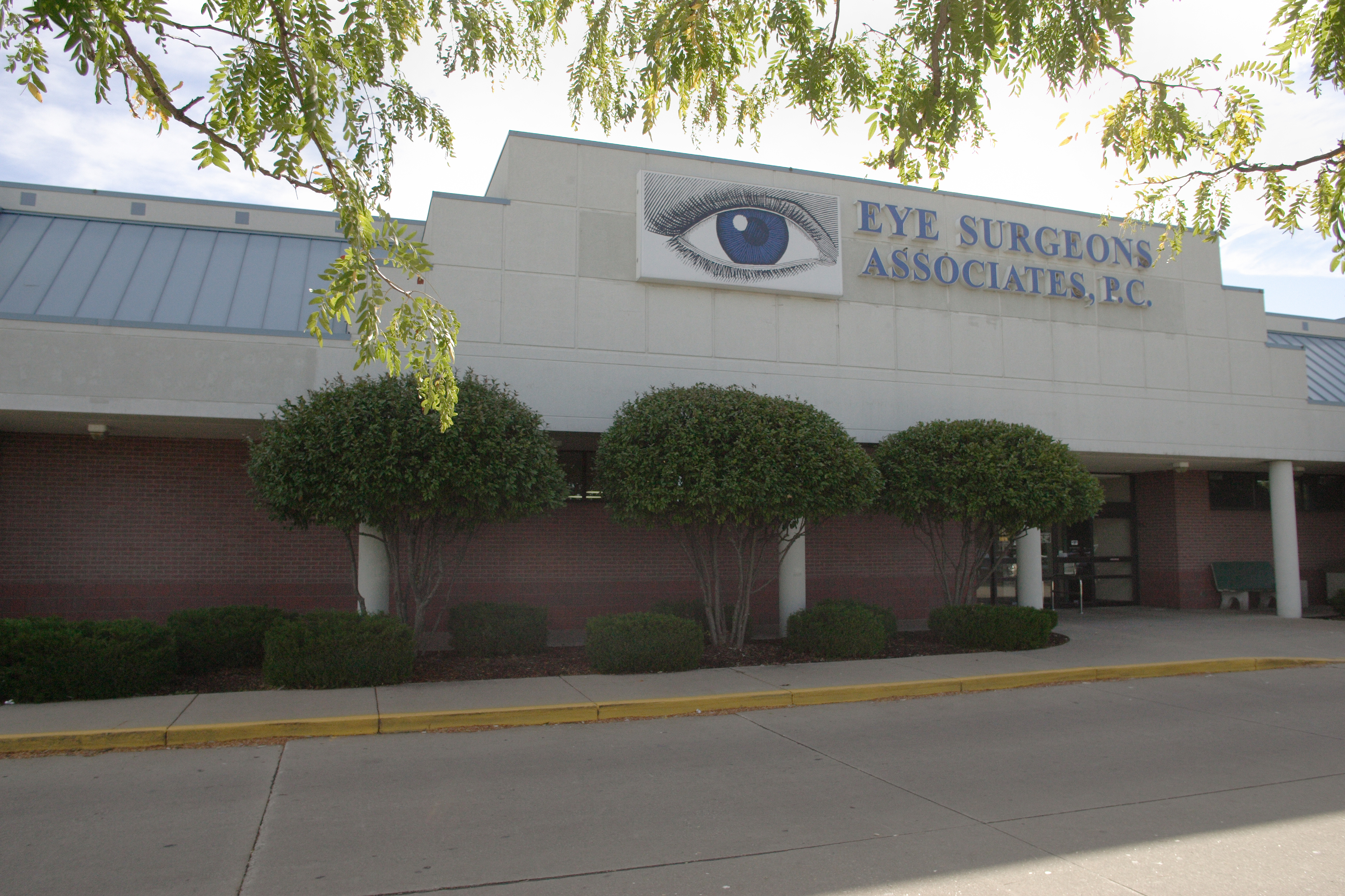 Eye Surgeons Associates reviews | Eyewear & Opticians at 2001 5th St - Silvis IL