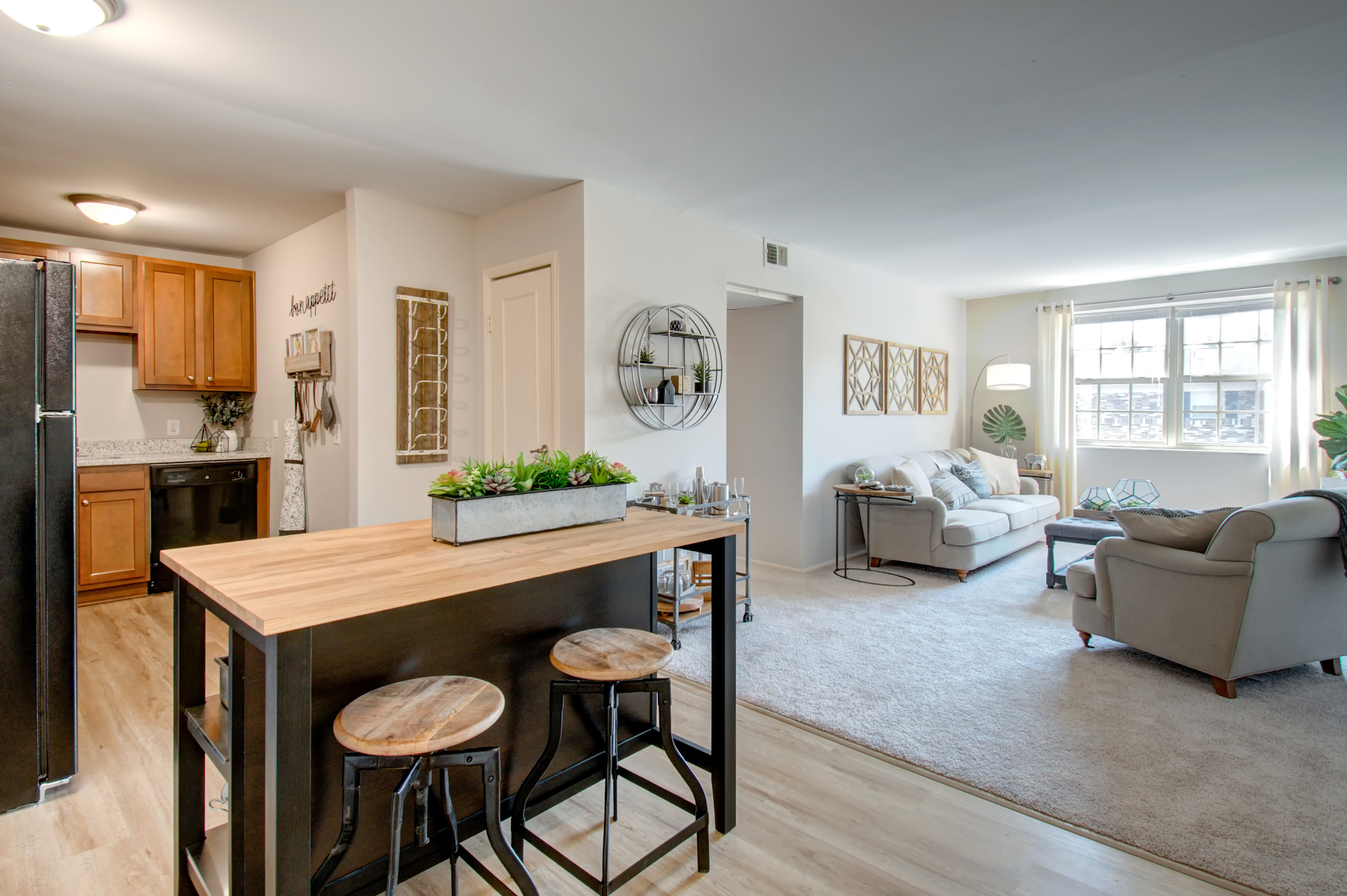 Arlington Pointe reviews | Apartments at 2555 Shore Line Lane - Columbus OH