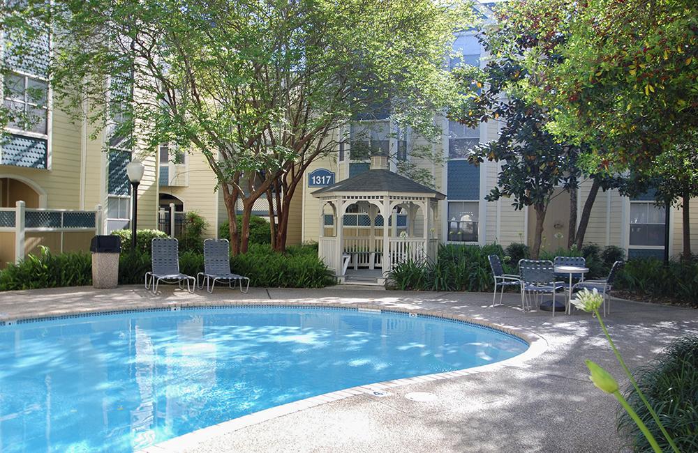 Breakers reviews | Apartments at 1309 Lake Avenue - Metairie LA