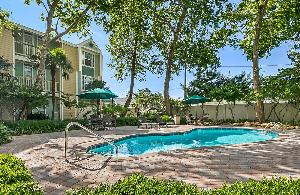 Frenchman's Creek reviews | Apartments at 4936 Zenith Street - Metairie LA