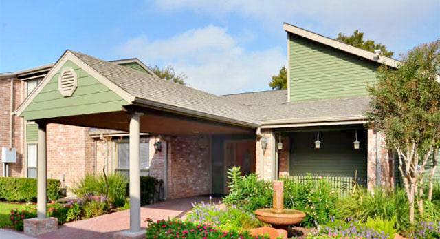 Siena Courtyards Apartment Homes reviews | Apartments at 13503 Northborough Dr - Houston TX