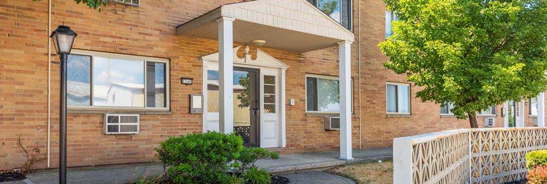 Lakewood Club Apartments reviews | Apartments at 1336 Hird Ave - Lakewood OH